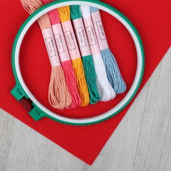 Набор для вышивания крестиком: канва без рисунка 30×20 см, мулине 6 шт, пяльцы d16 см