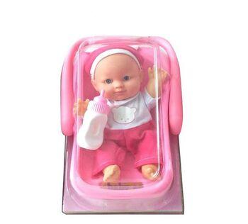 """Пупс """"Мой малыш"""" с бутылочкой в переноске, 23см, в бело-розовом комбинезончике"""