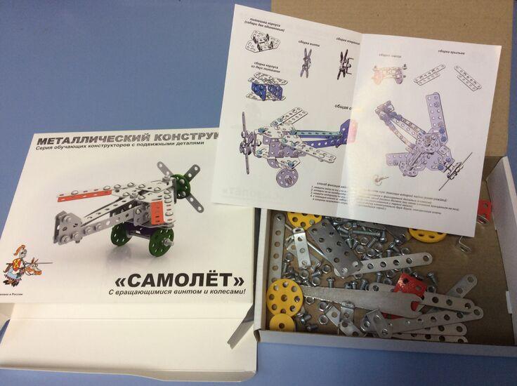 Металлический конструктор Самолёт  с подвижными деталями (135 дет.)